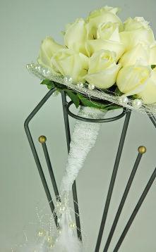 Bouquet de mariée de roses blanches et perles