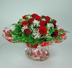 Roses rouges et gypsophiles